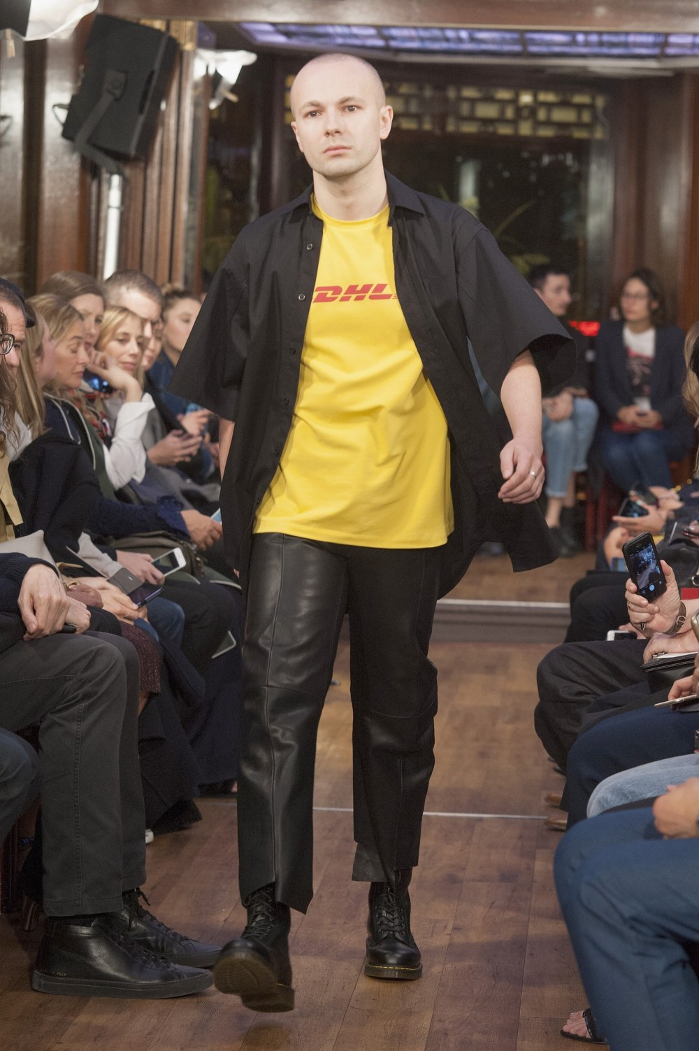 vetements-dhl